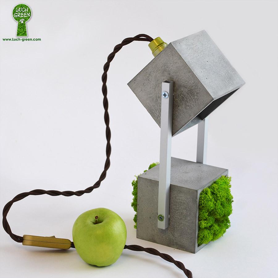 Светильник из архибетона со светодиодной лампочкой и зеленым мхом ягель