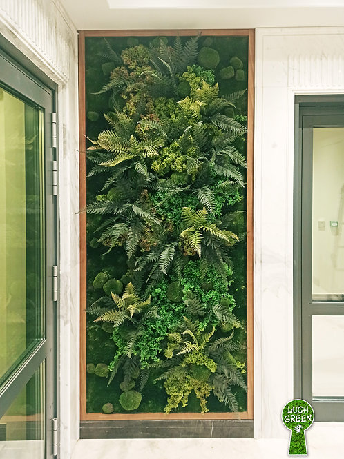 Панно из искуссвенных растений и мха