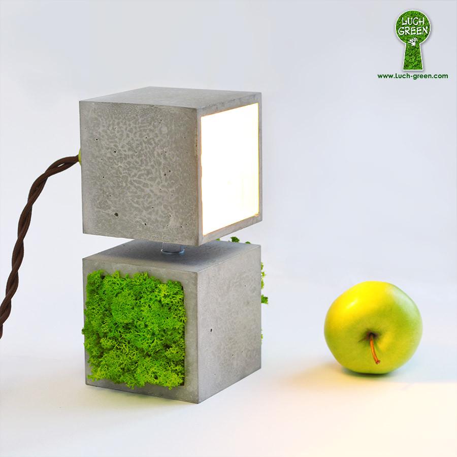 Светильник из бетона со мхом