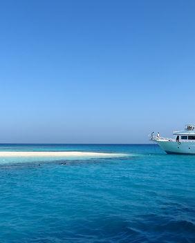 beach-blue-boat-358332.jpg