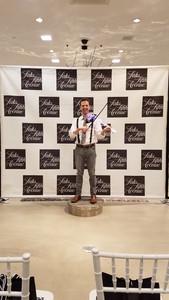 Image fashion show violinist