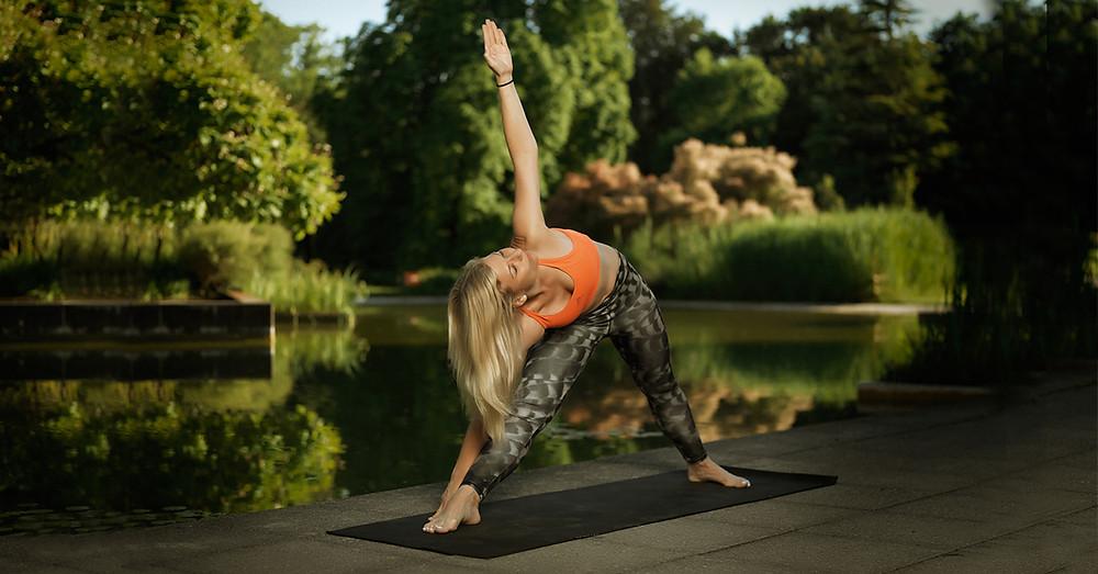 Aktives Vinyasa-Yoga kombiniert mit passivem Yin Yoga: YinYasa.
