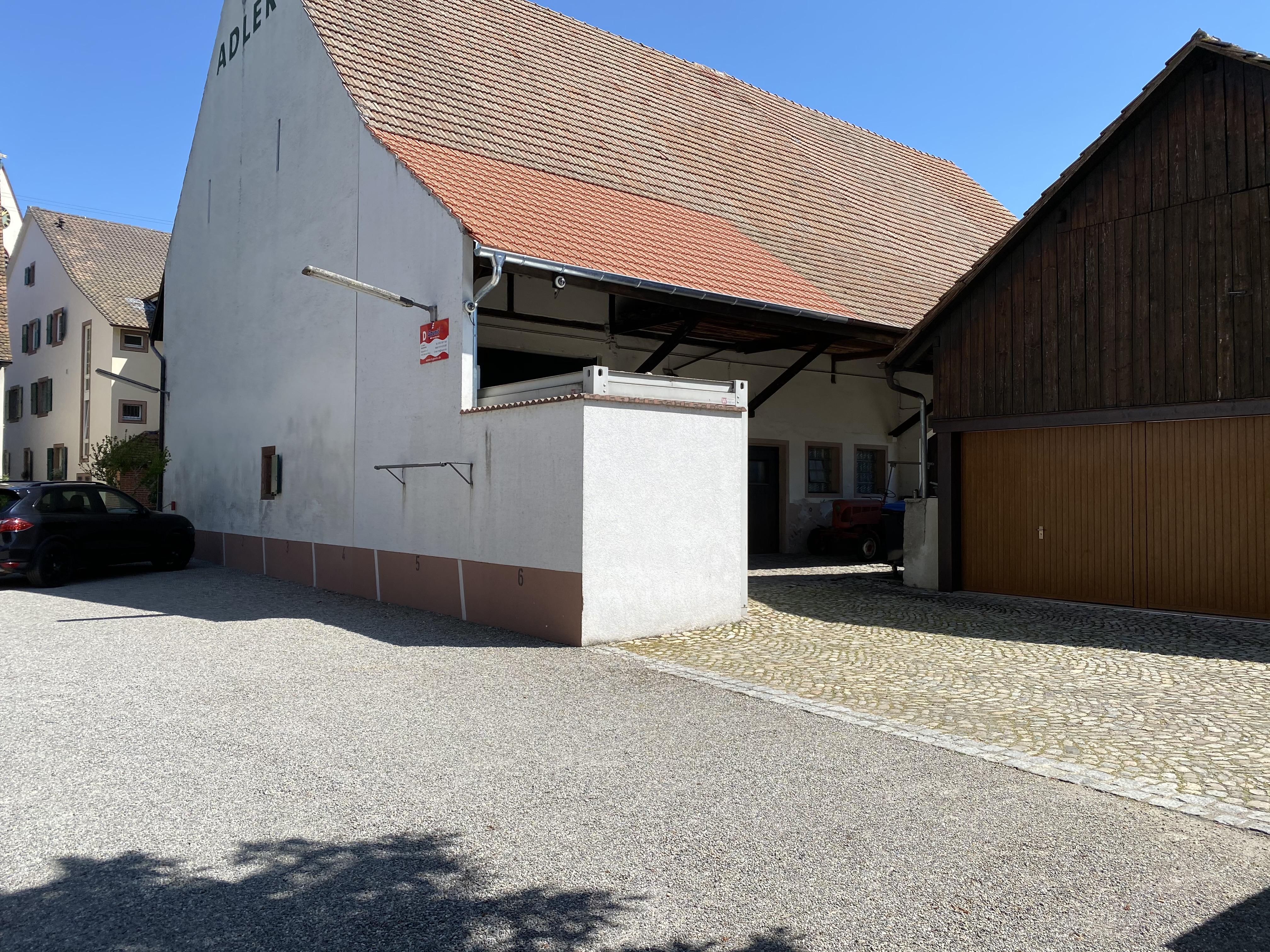 dazugehörige Scheune und Garage