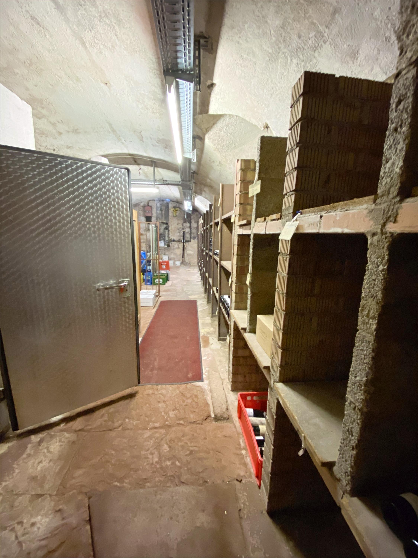 Zugang zum Getränkekühlraum