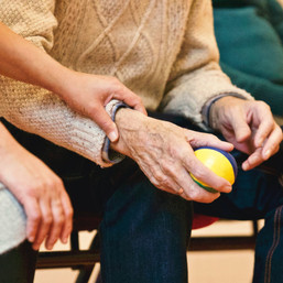 Decluttering for Dementia: 7 Organization Tips for Caregivers