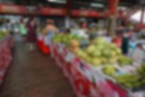 Marché de Papeete, étals de fruits et légumes