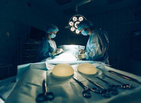 Calvitie pour les hommes, augmentation mammaire pour les femmes