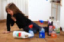 jeune fille empoisonnée par des produits d'entretien domestiques