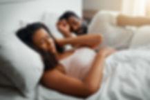 Femme polynésienne qui n'arrive pas à dormir