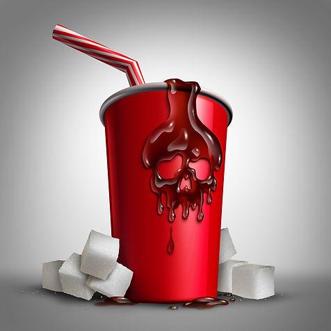 Gobelet de soda avec une tête de mort entouré de sucres en morceaux.
