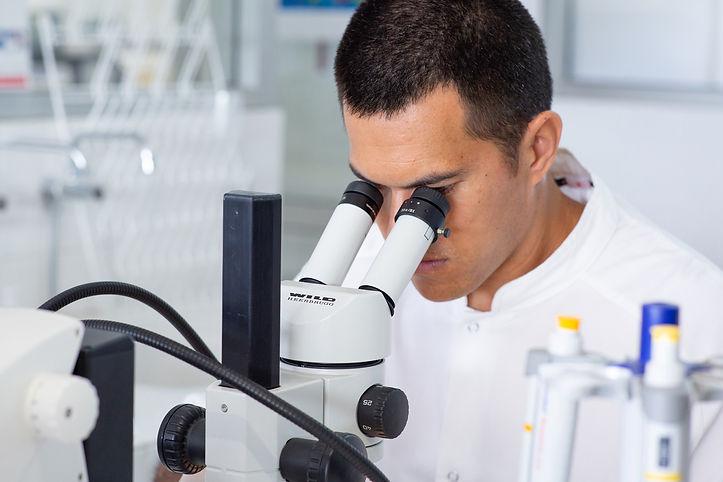 Laboratoire de recherche en entomologie médicale  Le laboratoire étudie la bio-écologie des moustiques vecteurs de maladies (dengue, zika, filariose,…) ou d'insectes et animaux nuisibles qui ont un impact sur la santé des populations polynésiennes, y compris les nono.