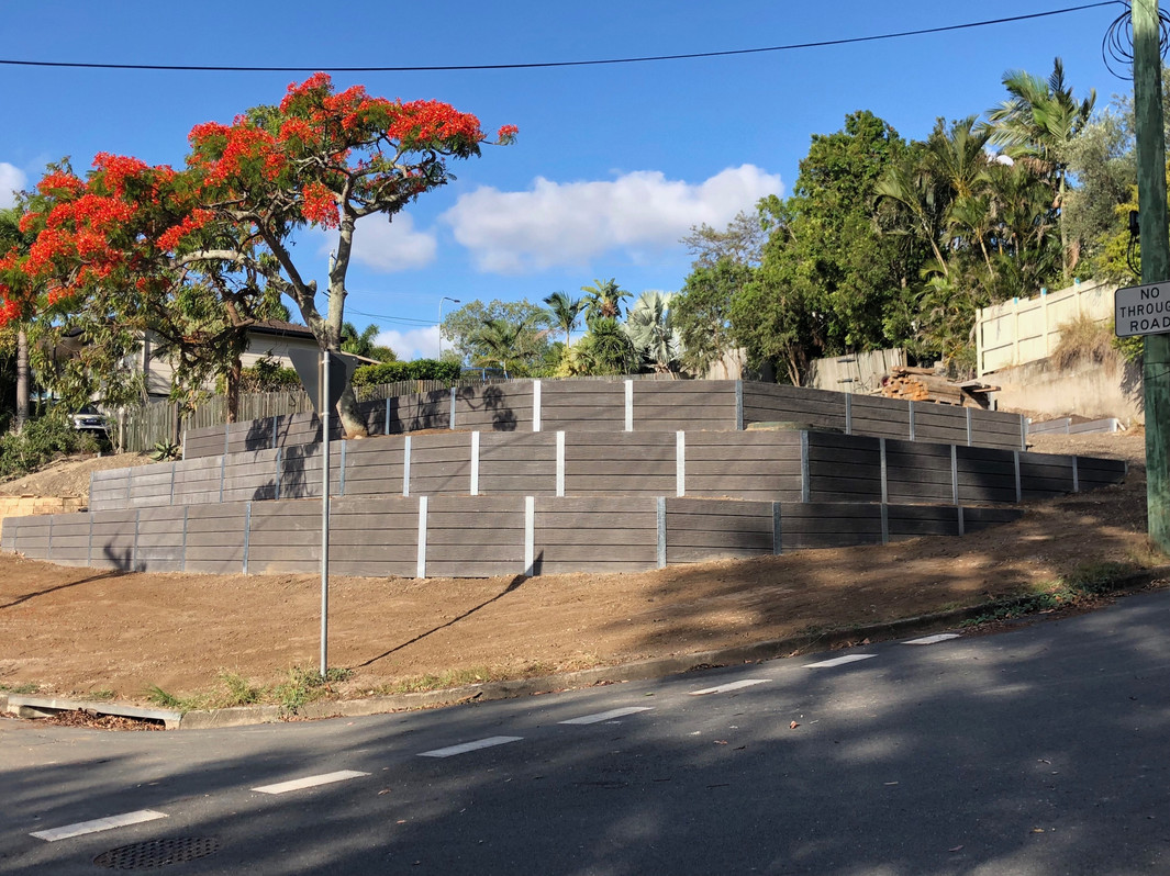 Terraced concrete sleeper retaining wall