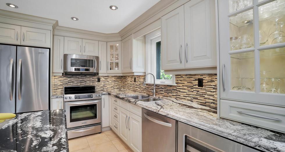 8 Kitchen 4.jpg