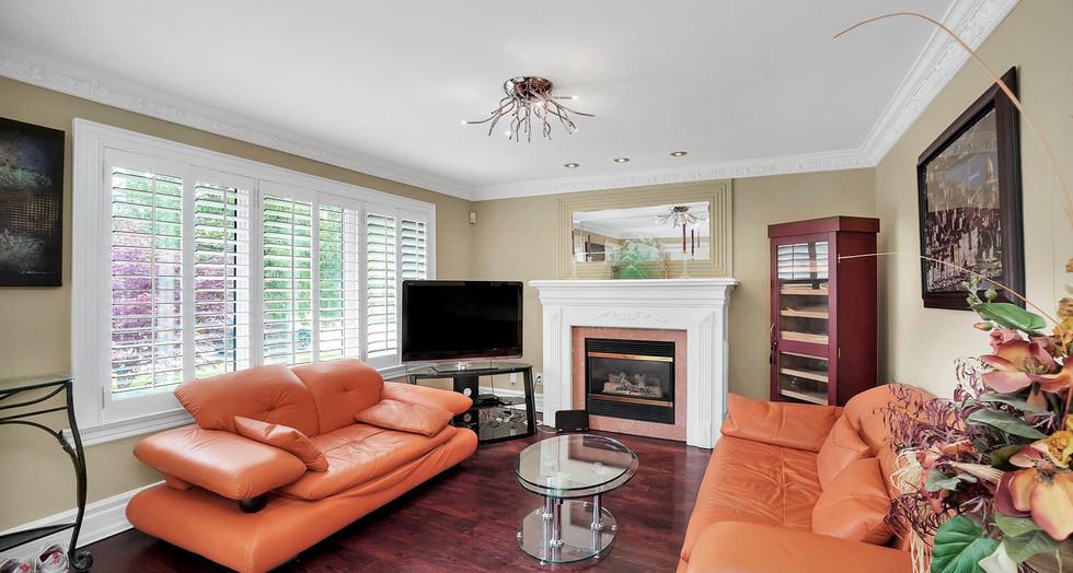 4 Living Room .jpg
