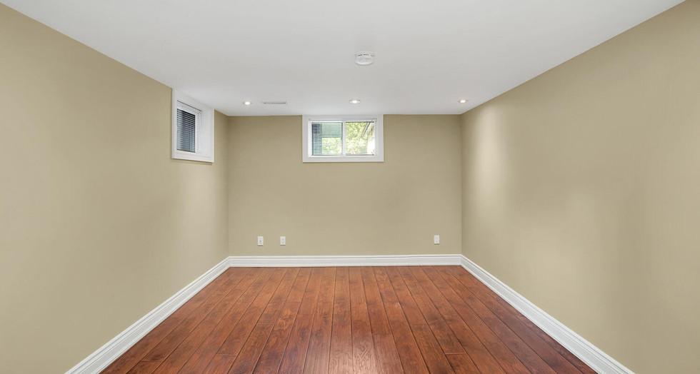 16 Basement Bedroom 2.jpg