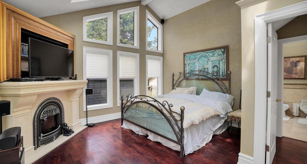 10 Master Bedroom.jpg