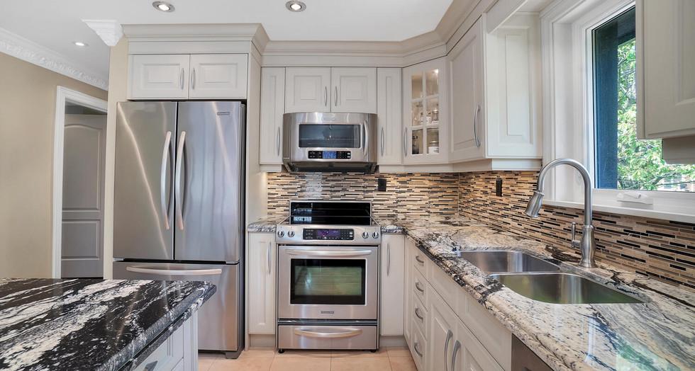 7 Kitchen 3.jpg