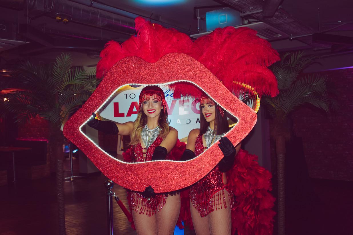 Red lips light up frame