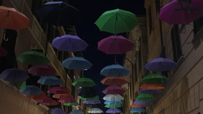 Pietrasanta e i suoi ombrelli