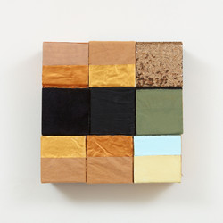 2021 - Paper bag and golden blocks - small