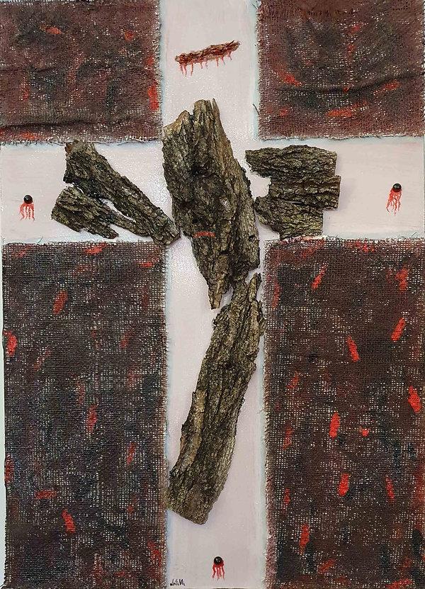 Opera materica rappresetante il Crocifisso realizzato in corteccia di legno