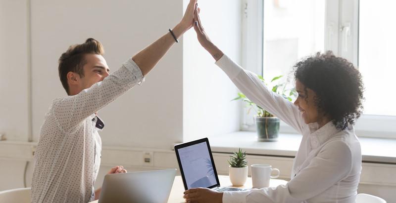 Ajudar o colega de trabalho não gera concorrência e sim admiração