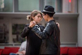 Aarón y Shlomi bailando un Tango en Amsterdam (Operación Abrazo)