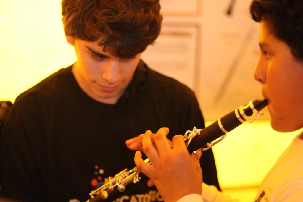 Probando el clarinete