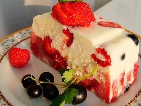 Легкий торт из йогурта и фруктов без выпечки— красочный и низкокалорийный рецепт