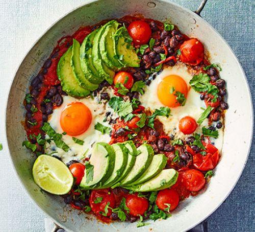 Рецепт яичницы с авокадо, красной фасолью и зеленью с фото. Рецепты правильного и полезного питания.