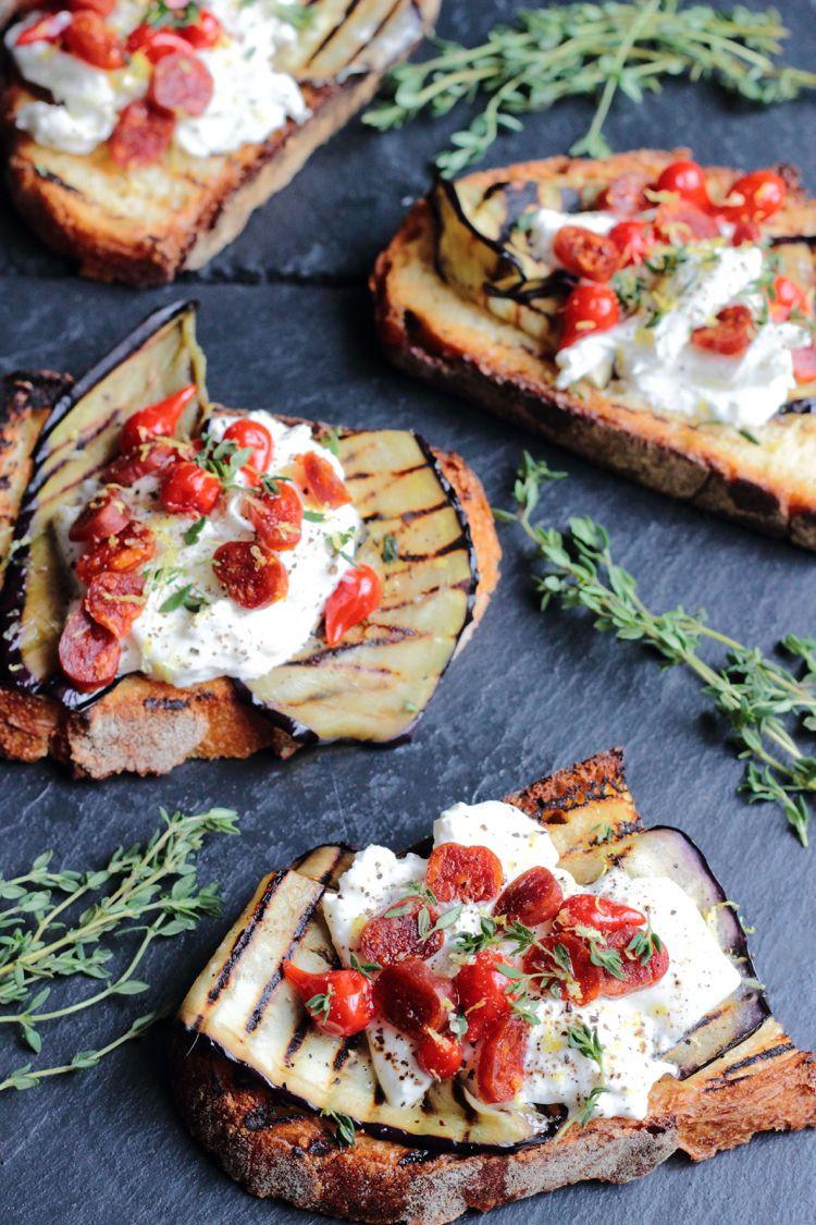 Простой рецепт брускетты с баклажанами и творожным сыром