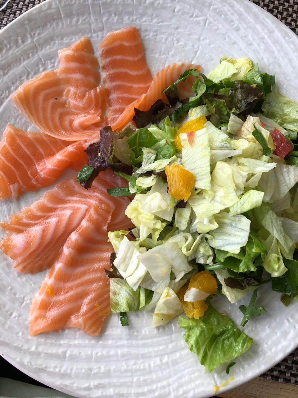 Простые рецепты пп.Семга с листьями салата и апельсином