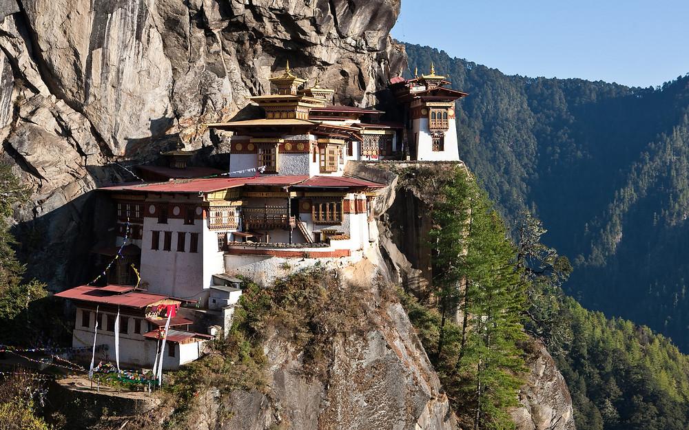 Необычные места планеты. Горное поселение в Тибете. Кухни народов мира.