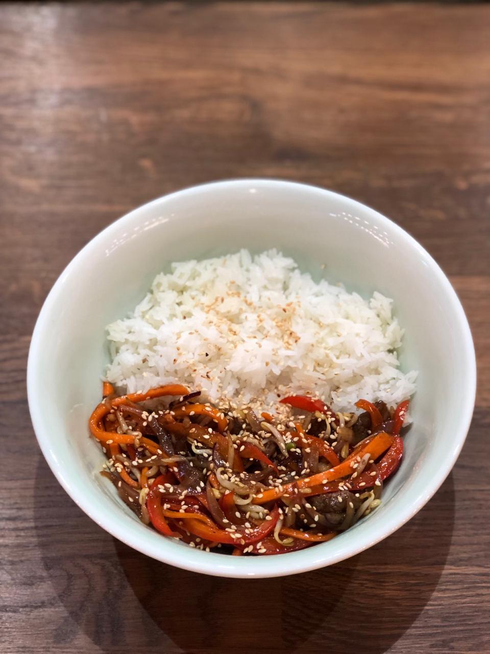 Простой рецепт говядины в соусе терияки с паровым рисом