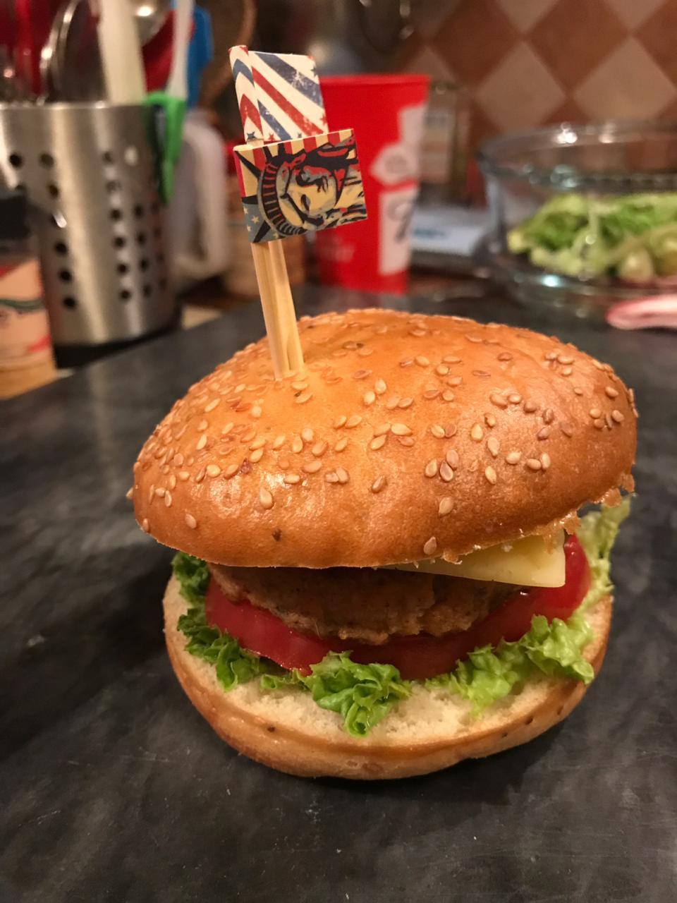 Как сделать бургер дома? Простой рецепт вкусного чикенбургера