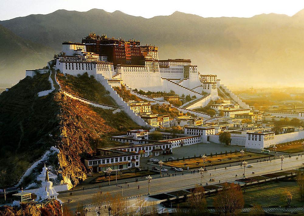 Удивительные места на планете. Тибетский город в подножии гор. Кухни народов мира