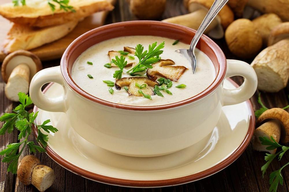Пошаговый рецепт сливочного крем-супа с шампиньонами и сухариками