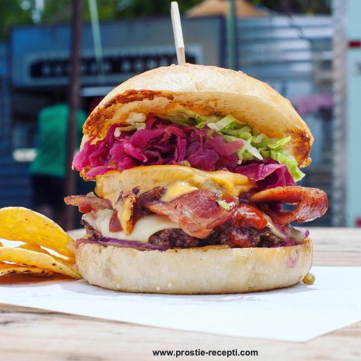 Австралийская кухня и еда. Необычный бургер с маринованной свеклой.