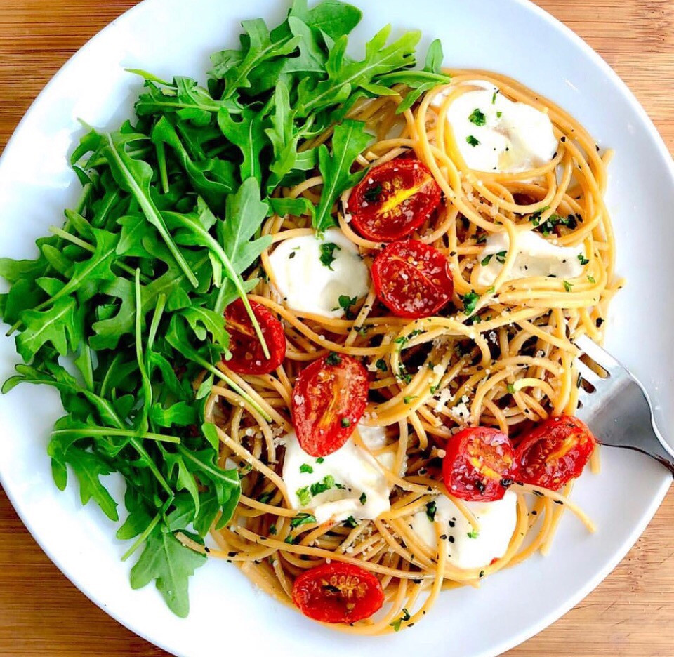Рецепты пп. Простые рецепты.Рецепт спагетти с моцареллой и рукколой
