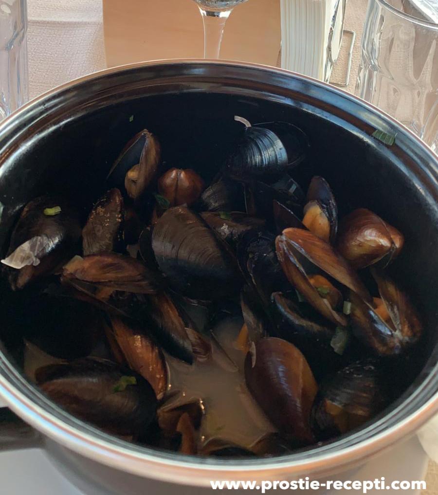 Простой рецепт приготовления мидий в белом вине с приправами