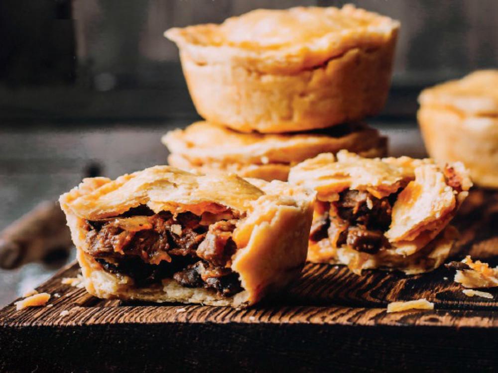 Пошаговый рецепт с фото пирога с мясом, грибами и луком (по австралийскому рецепту)