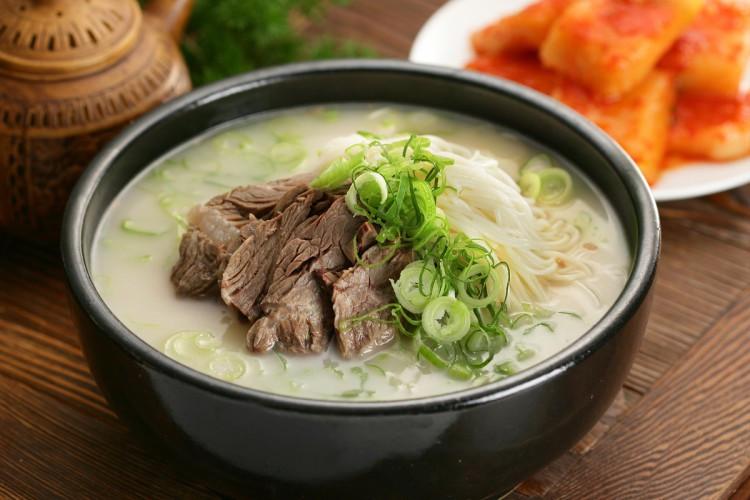 Соллонтхан - национальный суп из говядины в Южной Кореи