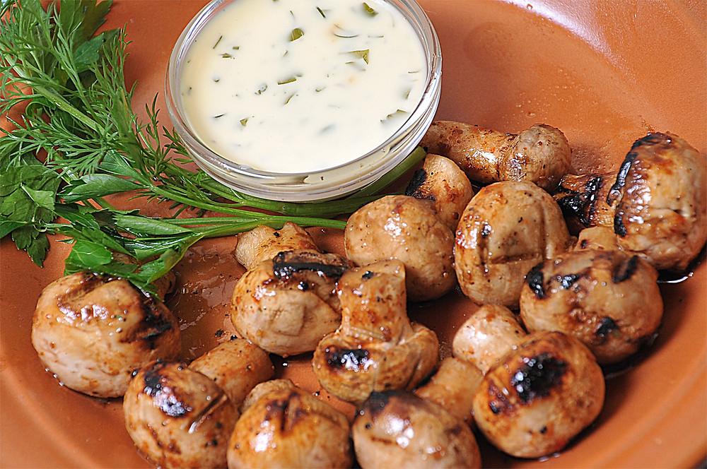 рецепт шампиньоны на мангале. шампиньоны в духовке. как приготовить грибы на мангале