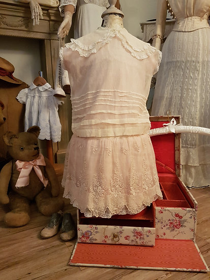Ravissante robe en soie rose poudré d'époque Napoléon III
