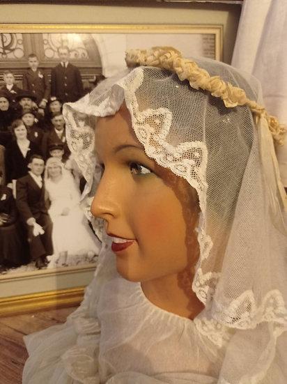 Joli voile de Mariée en tulle et une couronne de fleurs