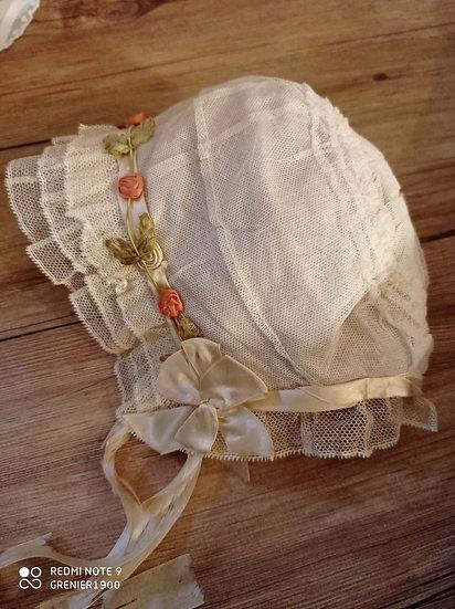 Craquant chapeau d'enfant ancien couleur ivoire