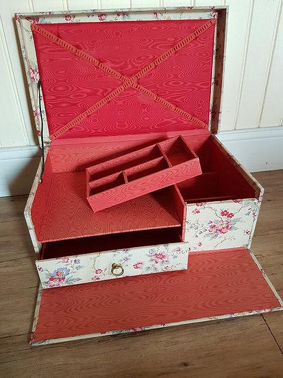 Ravissante boite ancienne en carton et tissu