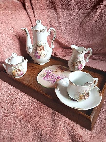 Charmant service à café en porcelaine pour enfants