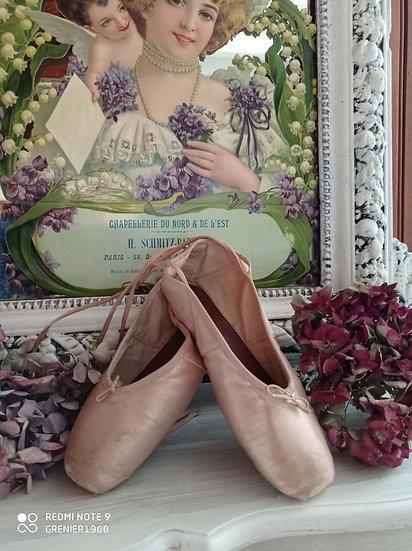 Charmante petite paire de Ballerines anciennes pointes en bois
