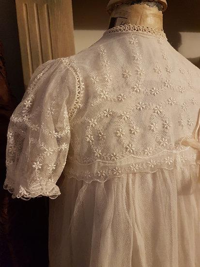 Charmante Robe ancienne de baptême brodée main